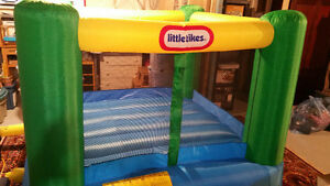 BOUNCY HOUSE by Little Tikes. 8' X 8'