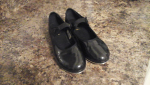 Pair of girl black patent leather Bloch Tap shoes - Size 6 M