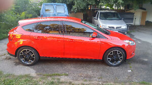 2014 Ford Focus SE Hatchback With Like New Winter Tires And Rims