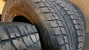 Excellent Bridgestone Blizzaks 235/65-16 Cambridge Kitchener Area image 2
