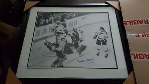 Cadre Bobby Orr  25x28 approx  autographier
