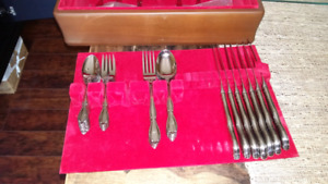 Oneida silverware 8 place settings with wooden box