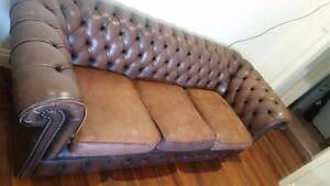Gorgeous brown leather Chesterfield sofa Highgate Hill Brisbane South West Preview