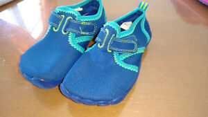 Chaussures d'eau petit garçon, grandeur 9 Saguenay Saguenay-Lac-Saint-Jean image 1