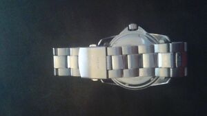 GUESS Watch for sale 80$ or best offer Cornwall Ontario image 2