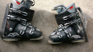 Kids ski Boots size 26 or kids 9.5 us