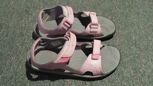 Columbia Techlite sandal Size:5 *** BRAND NEW ***