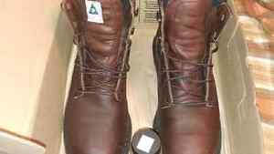 SIZE 10 D RED WING WORK BOOTS London Ontario image 2