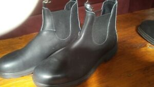 Comfortable Blundstone boots, New men s size 9