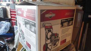 BRIGGES & STRATTION gas pressure  washer NEW 2200 PSI 1.9 GPM