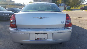 2007 Chrysler 300-Series 5.7L HEMI Sedan - LOW KM! MINT! Kitchener / Waterloo Kitchener Area image 4