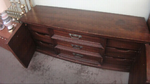 Antique kroehler 9 drawer dresser with 2 night stands