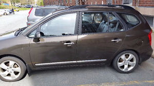 2009 Kia Rondo Leather 7seates.