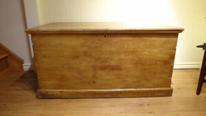 Antique Pine Blanket Box West Island Greater Montréal image 1