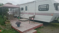 37.5 ft Jayco Eagle 1995 Camper with tip out for sale.