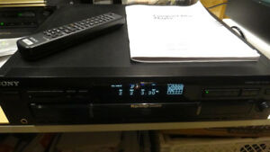 Sony 5-CD changer with remote in excellent condition