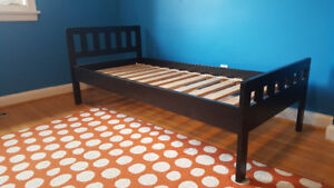 Free child bed with mattress