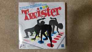 Desk games - Canadian Trivia, Bicycle & Twister