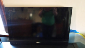 32 inch SONY BRAVIA FLAT SCREEN TV NO BASE