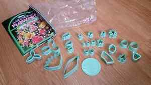 WILTON GUM PASTE FLOWERS KIT Oakville / Halton Region Toronto (GTA) image 1