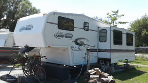 28' Golden Falcon 5th Wheel - inside winter stored after Sept 24