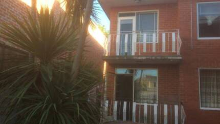 7/5 Palm Court, East St Kilda, Chapel St and schools nearby