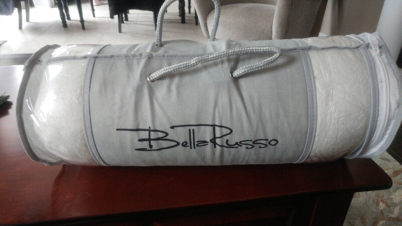 New Never Used Bella Russo Bamboo Pillow Beds Mattresses