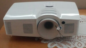 OPTOMA HD28DSE 1080P,3D DLP PROJECTOR & SCREEN FOR SALE