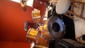 Acoustic Drum Kit+2 Sabian Cymbals