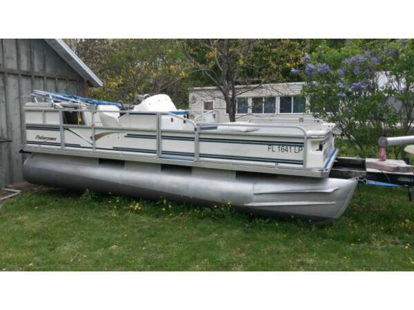 Used 2000 Crestliner pontoon boat