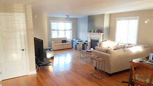 Lease Transfer - 4 1/2 Luxurious Condo in Chomedey. Negotiable