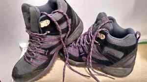 Women's Merrell Hiking Boots Size 6
