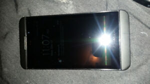 Blackberry z10 16gb unlocked good condition with charger 514 67