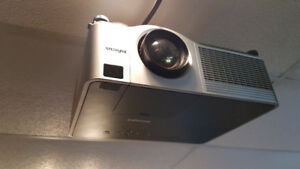 Infocus 1502 projector and accessories