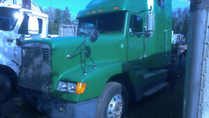 ------2000  FREIGHTLINER FOR SALE OR PARTS-----