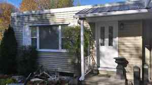 2 minutes from waterloo .just pay hydro .has large basement