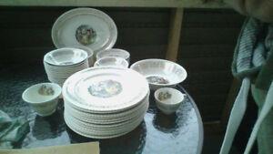 Set de vaisselle 22 karats familiale image 18 ème siècle.
