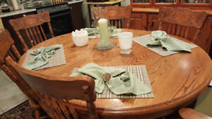 Beautiful Oak Table & 6 Chairs - Great Buy! Reduced