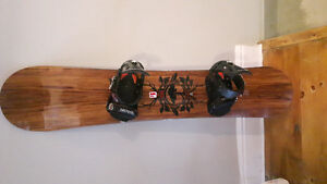 Snowboard. Like New! Arbor Roundhouse cx 159cm