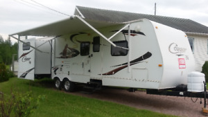 Roulotte Keystone Cougar x-lite 2010, 30 pieds, 2 extensions.