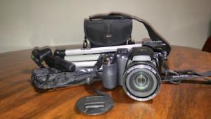 Fujifilm FinePix S4200 Digital Camera (With case and tripod)