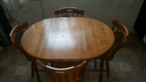 Table and 4 chairs - wood