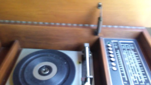 Vintage/ antique record player/radio