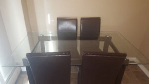 NEW PRICE FOR GLASS DINNER TABLE FOR FOUR. London Ontario image 1