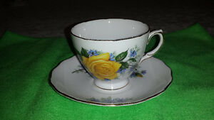 Royal Vale Single Yellow Rose Bone China Cup & Saucer Cambridge Kitchener Area image 1
