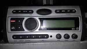 Radio Marin Clarion. Am/Fm/Satellite/Cd/Aux.