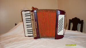 Hohner Accordion Starlet 40