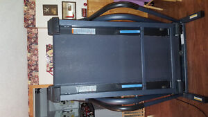Nordic Track C2000 folding treadmill Cambridge Kitchener Area image 2