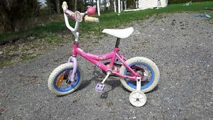petite bicyclette a 4 roues.