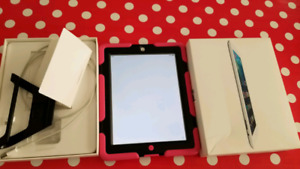 Ipad 2 white 16 gb mint condition with case NEGOTIABLE!